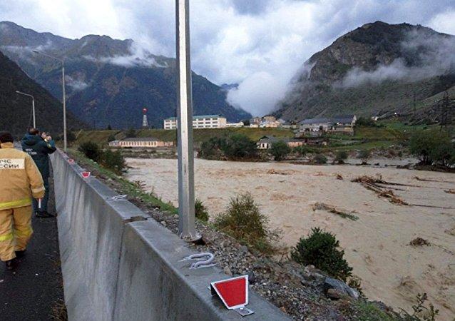 俄北高加索地区发生泥石流