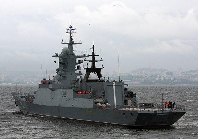 「完美號」輕型護衛艦抵達俄羅斯島參加東方經濟論壇