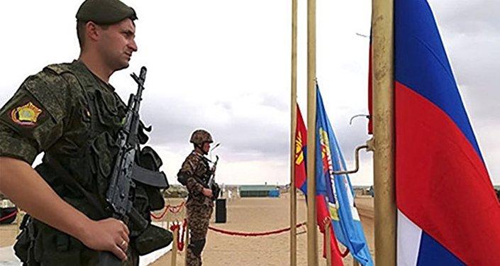 俄坦克兵教授蒙古士兵如何「旋轉開火」