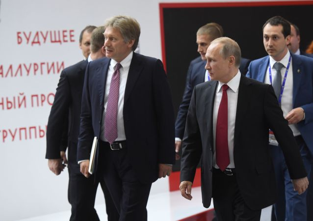 俄新闻秘书佩斯科夫与俄总统普京