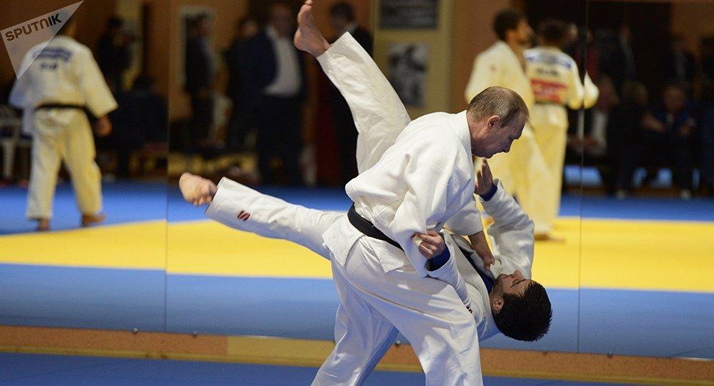 安倍晋三建议日本奥运会金牌得主邀请俄蒙总统赴日参加练习赛