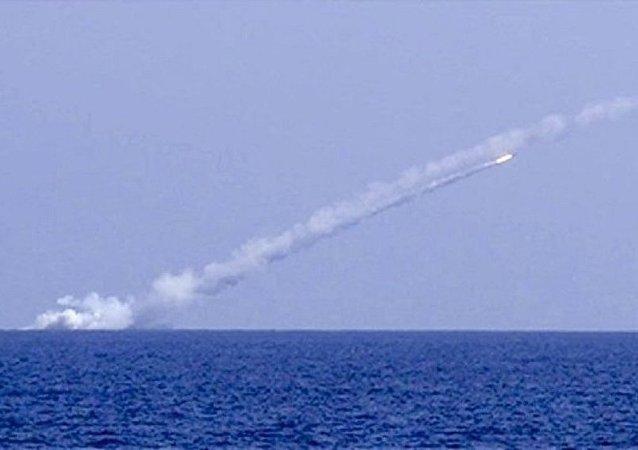 """俄军潜艇对叙""""伊斯兰国""""目标实施导弹打击"""
