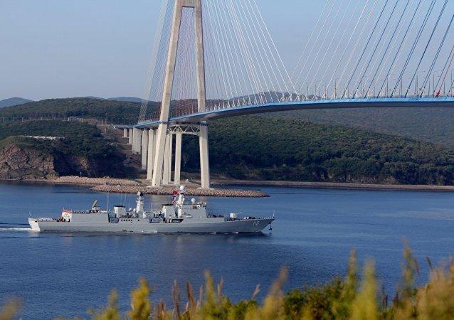 中國海軍艦艇編隊指揮員在符拉迪沃斯托克會見太平洋艦隊參謀長