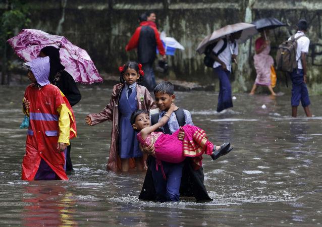 印度东部至少12人因风暴天气丧生