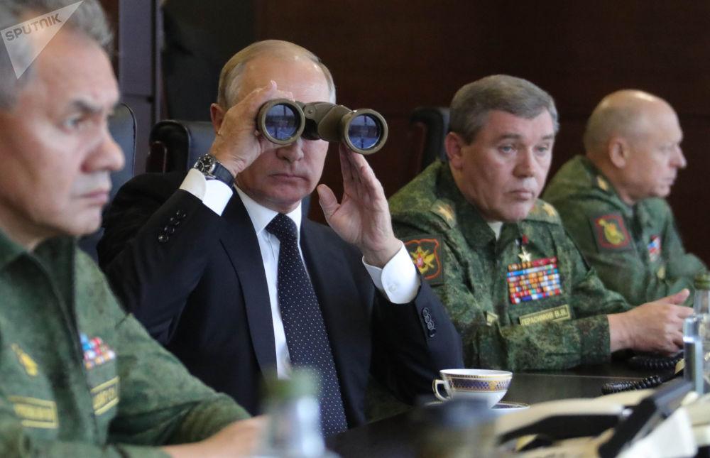 """俄罗斯总统弗拉基米尔·普京视察""""西方-2017""""联合军演"""
