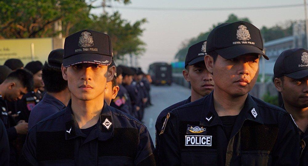 泰國警方尋找在政府大樓前舉行巫術儀式者