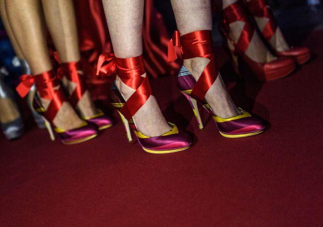 時尚設計師展示了「世界上最惡心的鞋子」