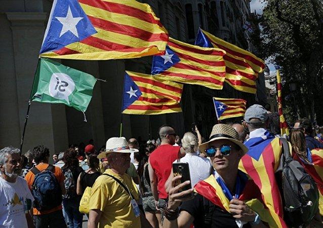 支持加泰罗尼亚独立的抗议人群(资料图片)