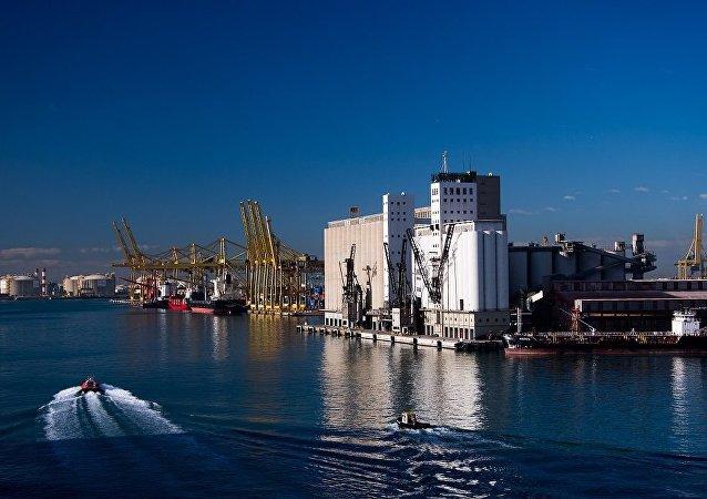 巴塞罗那港装卸工人拒绝为国民警卫队船舶提供服务