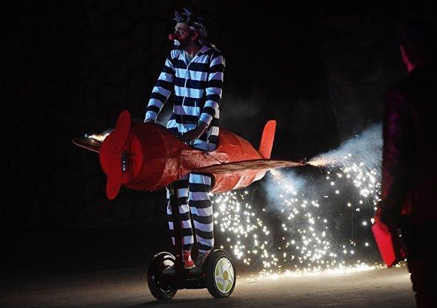 俄小丑演员将在上海互动戏剧节与中国普通家庭进行互动表演