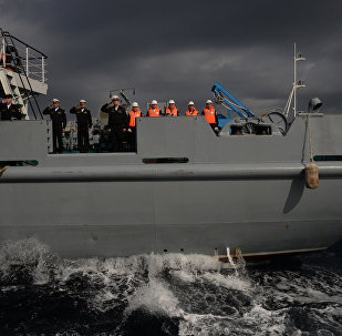俄中兩國海軍在聯合演習中「救助」遇險艦船