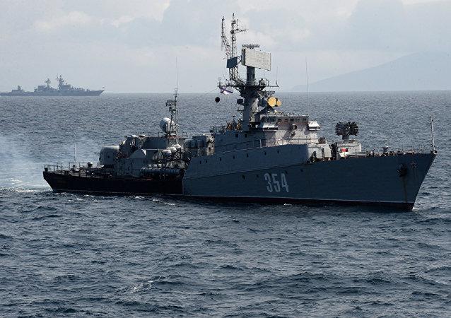 俄中海军舰艇在黄海海域击沉假想敌潜艇