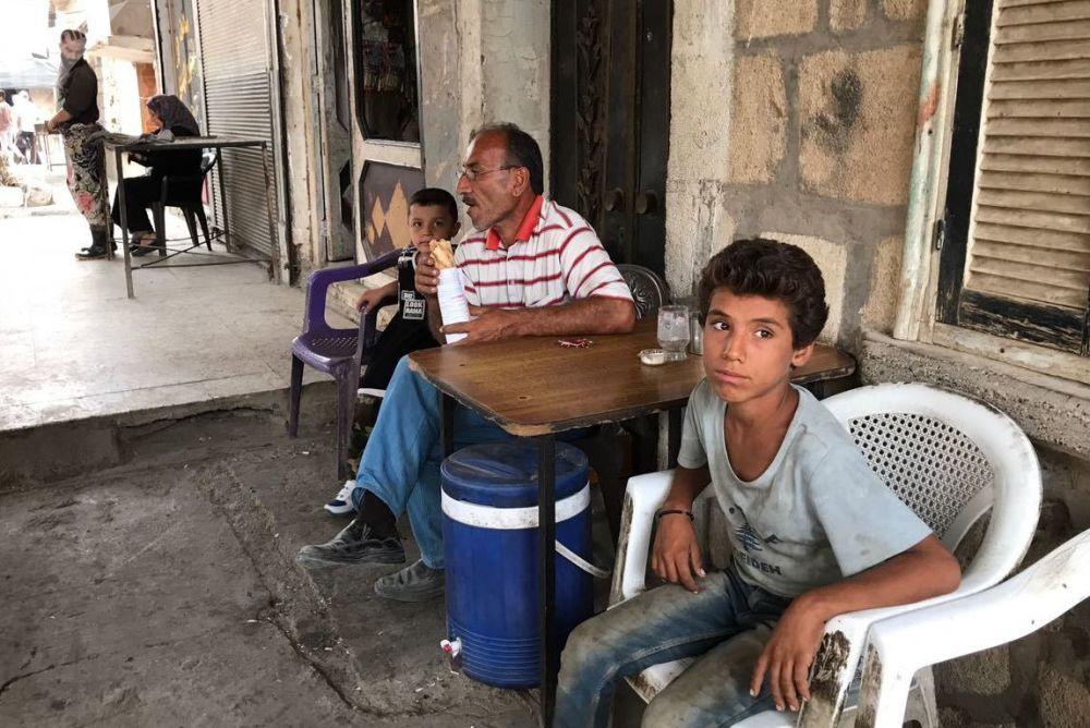 代尔祖尔街上的孩子们