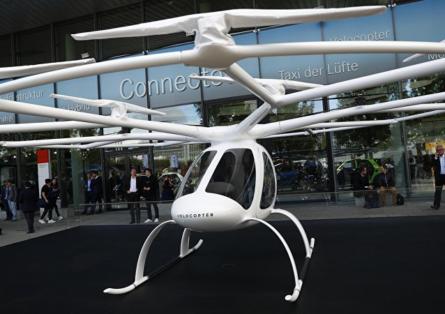 德国无人机制造商Volocopter开发的飞行出租车是一种小型双座飞行器。