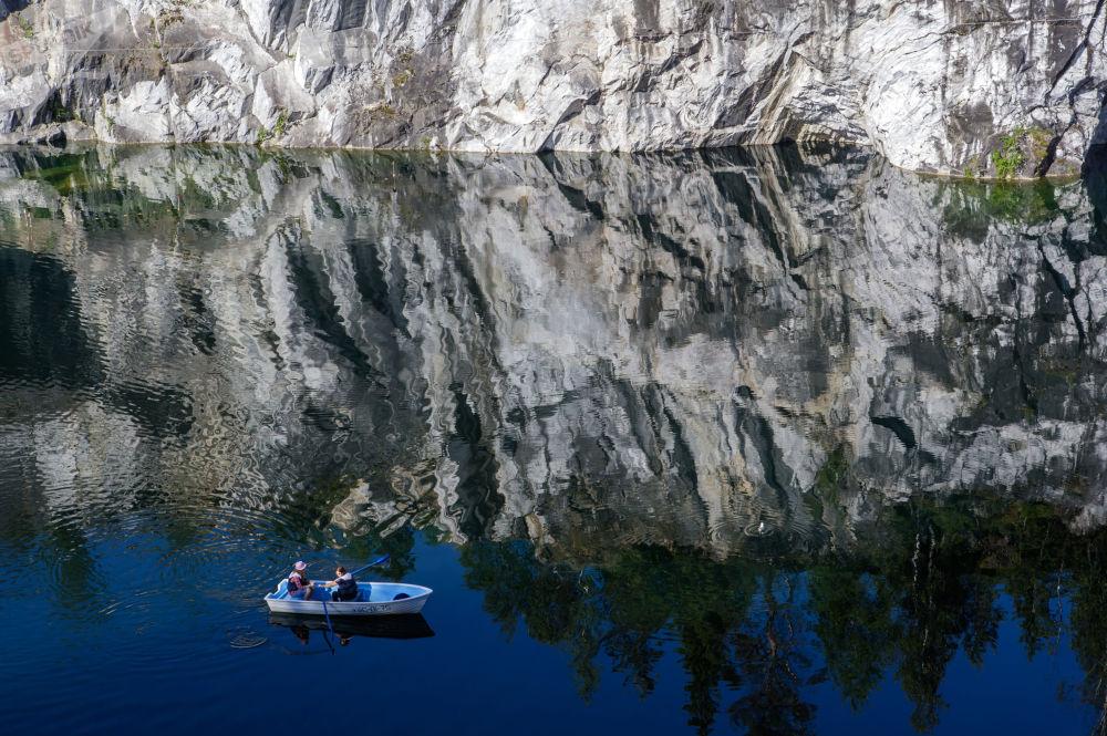 俄罗斯卡累利阿共和国鲁斯克阿拉山体公园大理石峡谷