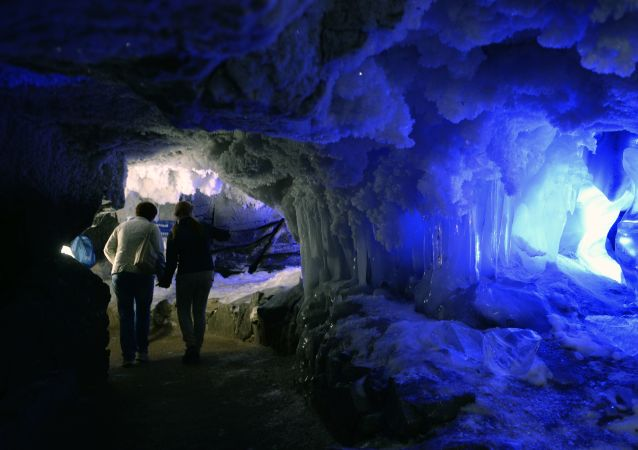 俄彼爾姆州昆古爾冰洞準備接待中國遊客