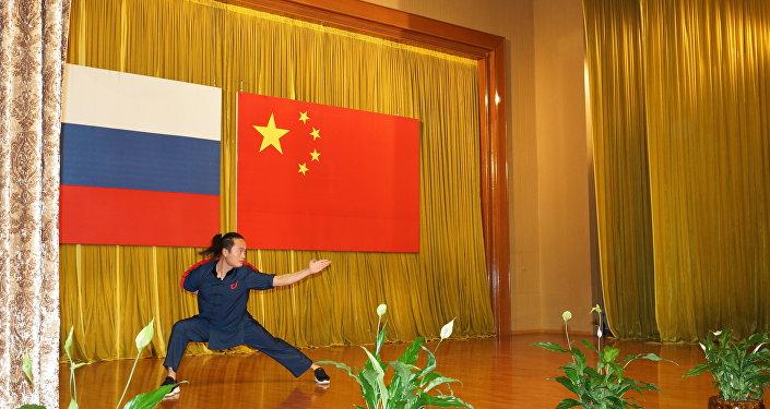 俄罗斯最著名的莫斯科气功功夫学校教师和学员们做了精彩表演
