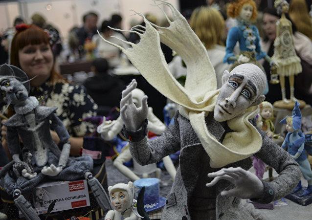 """中国皮影戏《花木兰》于俄罗斯""""金小丑""""国际木偶艺术节斩获评委会特别奖"""
