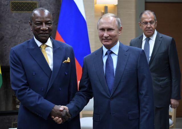 俄羅斯總統普京與幾內亞共和國總統孔戴
