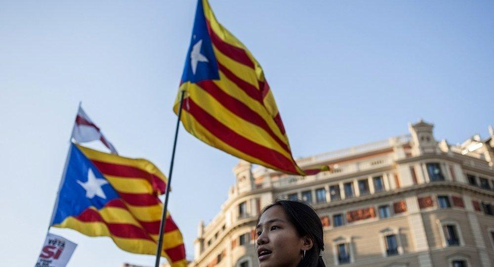 近百萬西班牙統一的支持者在巴塞羅那參加集會