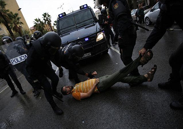 巴塞罗那发生抗议者与警方的冲突