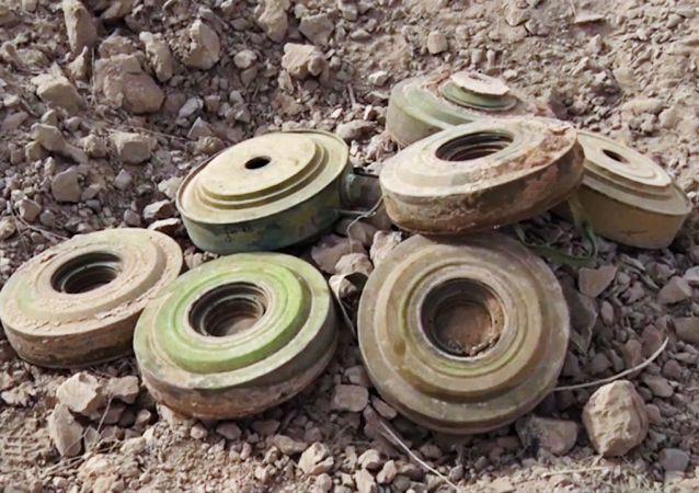 俄工兵一昼夜在代尔祖尔市区排雷960枚