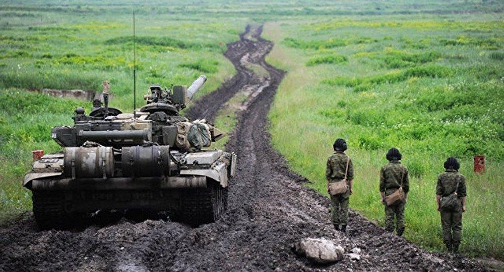 在烏拉爾進行了大規模的坦克部隊演習