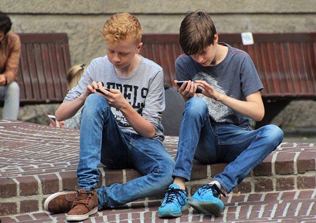 过半俄罗斯人不支持中小学全面禁止手机