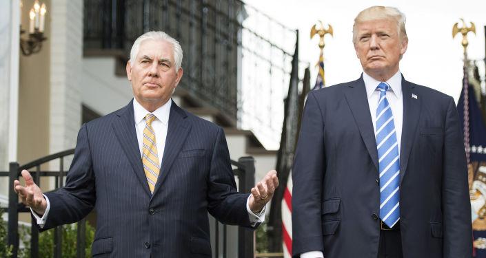 """特朗普谈国务卿离职:""""蒂勒森在此"""""""