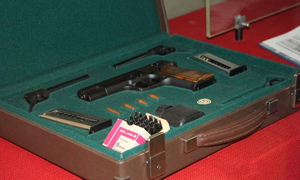 2002年列装俄罗斯内务部的OTs-27 斧手枪,起初是为武装力量设计的
