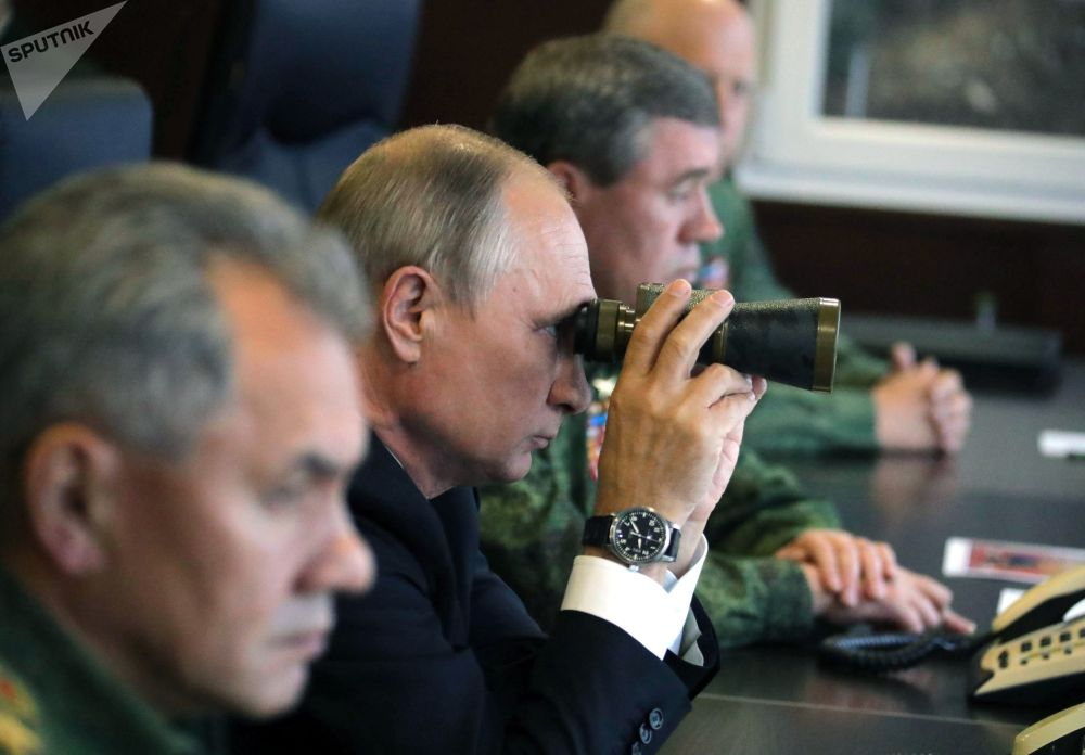 """俄罗斯总统普京在俄白""""西方军事演习-2017""""主要阶段进行视察。"""
