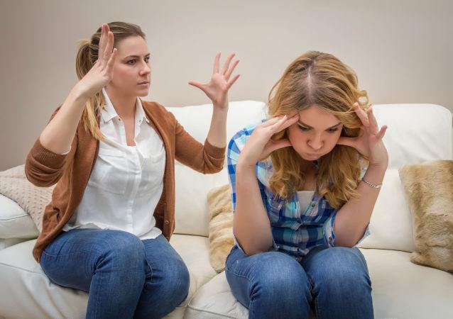 母親和女兒在爭吵