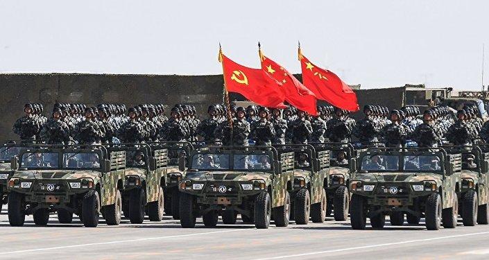 媒体:中国军队列装新弹道导弹