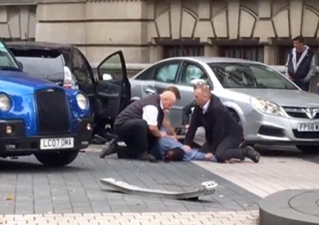医生:伦敦车祸造成11人受伤,其中9人已被送往医院
