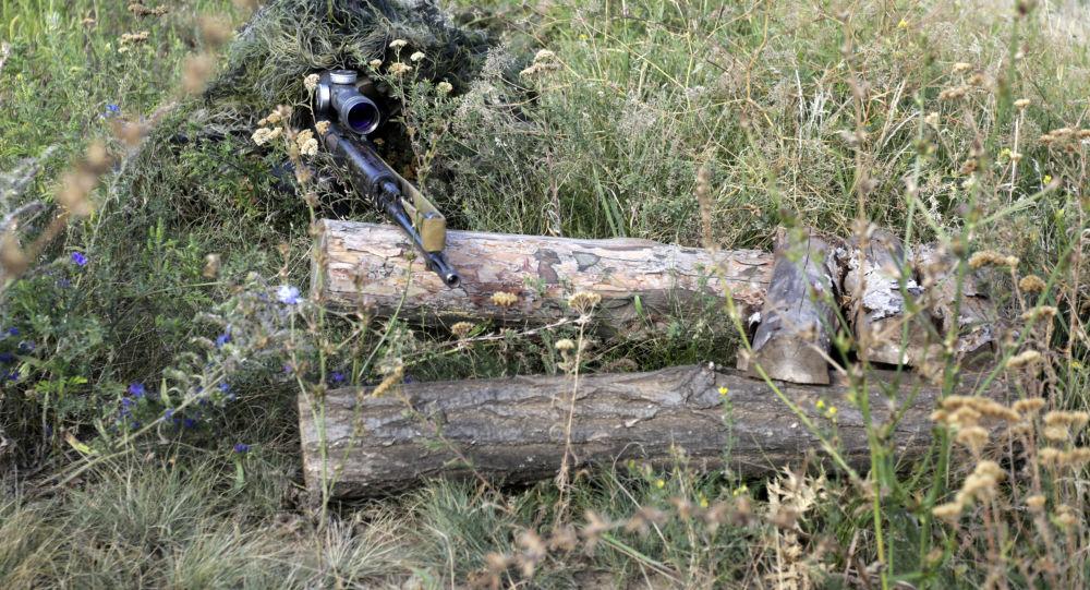 乌克兰狙击手向平民房屋开火