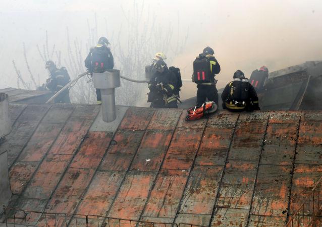 俄莫斯科东北部一多层楼房发生火灾