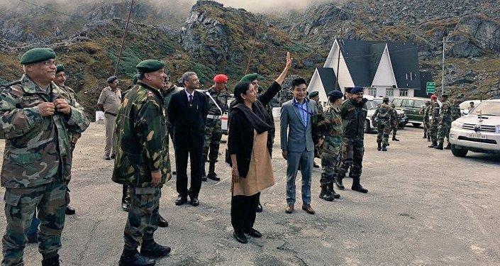印度防长到访印中边界有何用意?