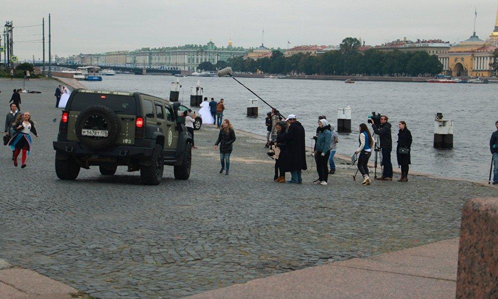 在圣彼得堡正在拍摄俄中在线系列片,创作者都是当地高校的在校生和毕业生。系列片主要讲述在俄中国年轻人的故事。