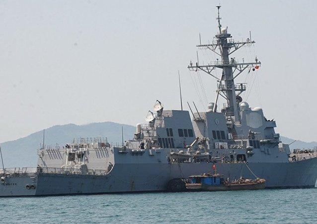 """美国导弹驱逐舰""""查菲""""号(USS Chafee, 资料图片), )"""