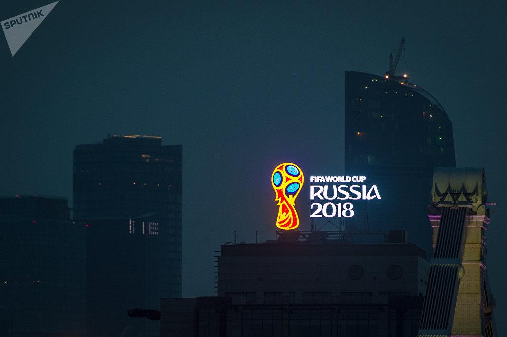 俄羅斯世界杯將於2018年6月14日至7月15日在莫斯科、加里寧格勒、聖彼得堡、伏爾加格勒、喀山、下諾夫哥羅德、薩馬拉、薩蘭斯克、頓河畔羅斯托夫、索契和葉卡捷琳堡舉行
