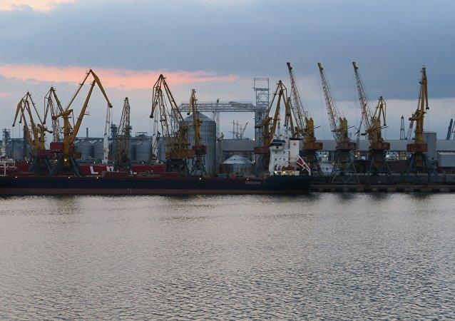 媒体:乌克兰一港口遭美国煤船损坏 现无法接收货物