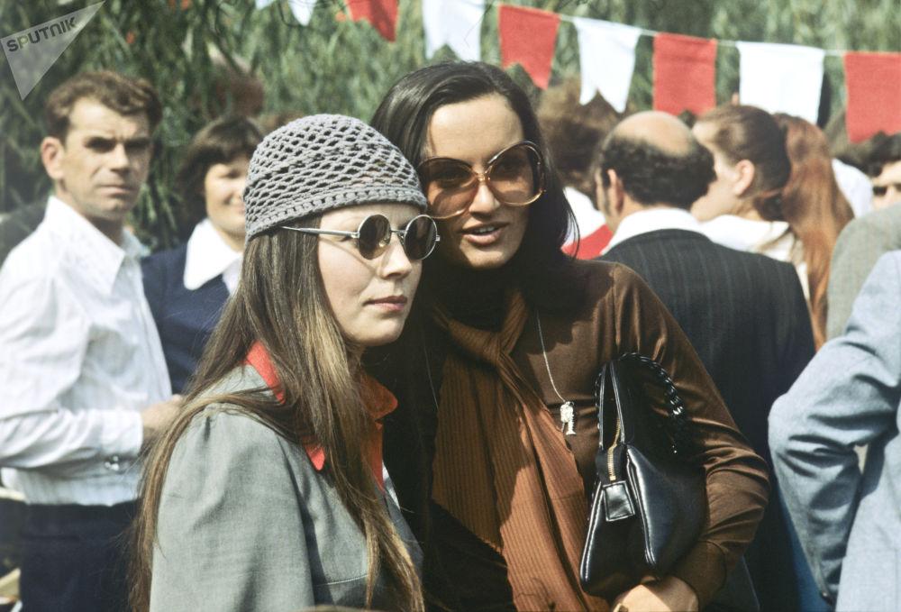 """基希纳乌""""金秋节""""上的女孩,1978年"""