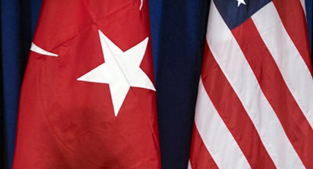 Государственные флаги Турции и США