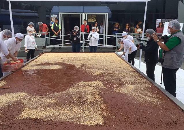 巨型巧克力和大饼:秘鲁、洪都拉斯和波黑争创世界纪录
