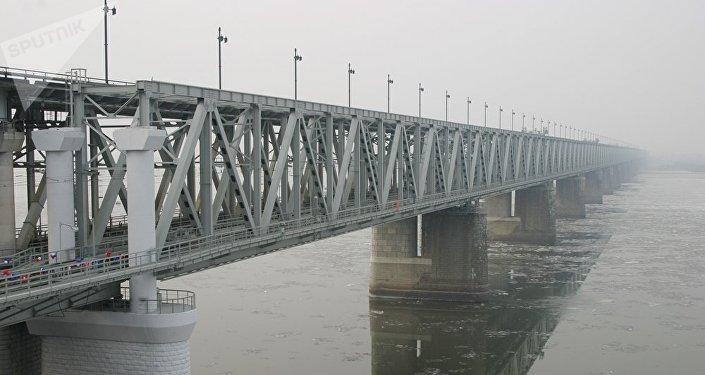 跨阿穆尔河大桥