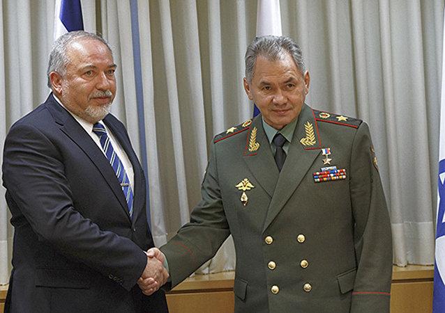 俄羅斯防長謝爾蓋•紹伊古與以色列防長阿維格多•利伯曼