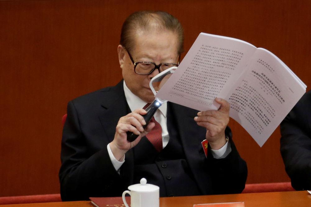前国家主席江泽民出席十九大开幕式