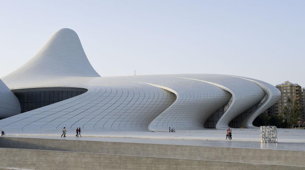 在阿塞拜疆的阿利耶夫文化中心(Heydar Aliyev Center)