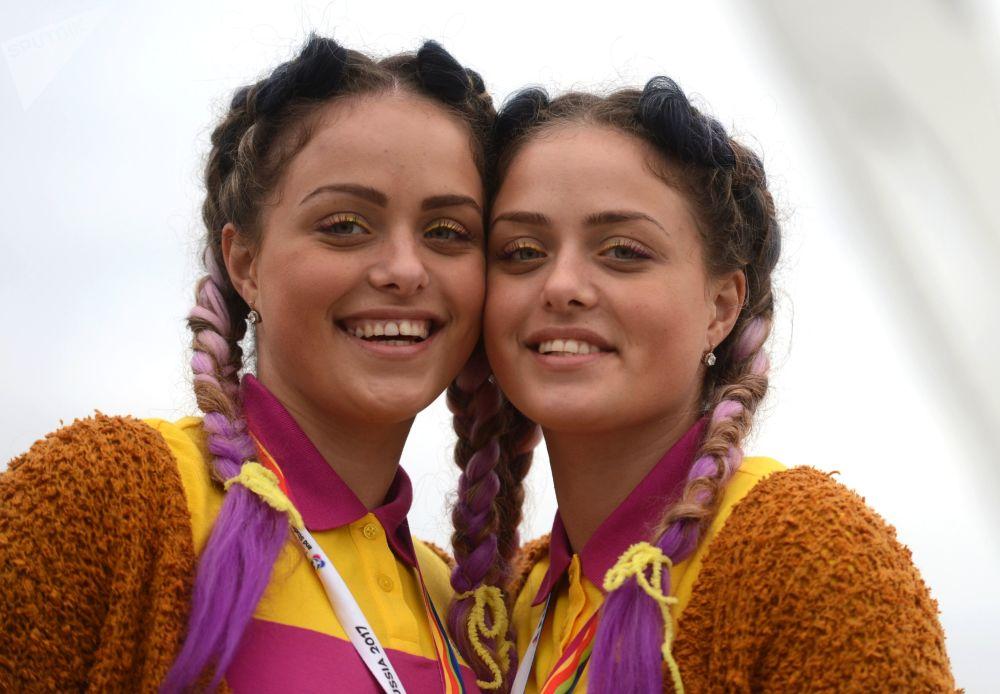 在索契举行的第19届世界青年大学生联欢节上的参与者