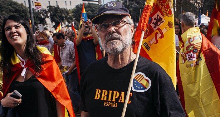 西班牙首相称决定动用暂停加泰罗尼亚自治区地位的条款